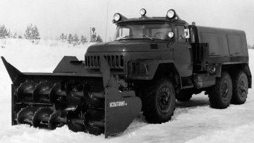 Шнекороторный снегоочиститель ДЭ-210 на шасси Зил-131 1971 г.